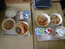 6年生の給食.JPG